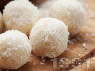 Рецепта Домашни бонбони Рафаело с кокос и кондензирано мляко